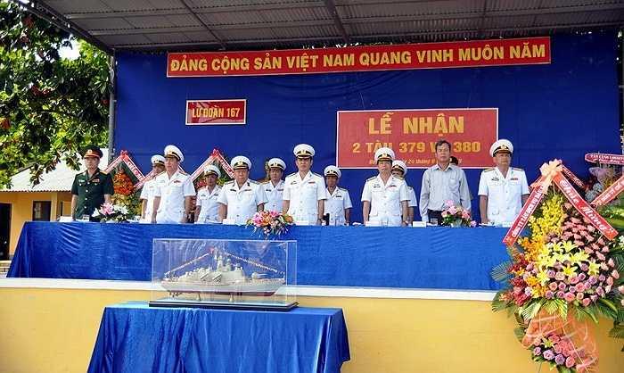 Các vị lãnh đạo vùng Hải quân 2 cũng tham dự lễ thượng cờ.