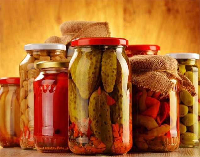Chất bảo quản paraben: là thành phần được tìm thấy trong thực phẩm nên bị cấm. Chất bảo quản này ngăn ngừa vi khuẩn và nấm phát triển trên thức ăn đặc biệt trong thực phẩm như dưa chua, thịt chế biến và cá, vv