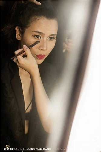 Nói đến việc trang điểm cho Lưu Hương Giang và sự thay đổi về dung mạo của nữ ca sỹ trong thời gian gần đây Tina Lê chia sẻ: 'Chị em gặp nhau là một cái duyên, tình cờ Lưu Hương Giang có tâm sự với một người bạn là tìm một chuyên gia make up tại Hà Nội để làm cho mình trong mỗi sự kiện.'