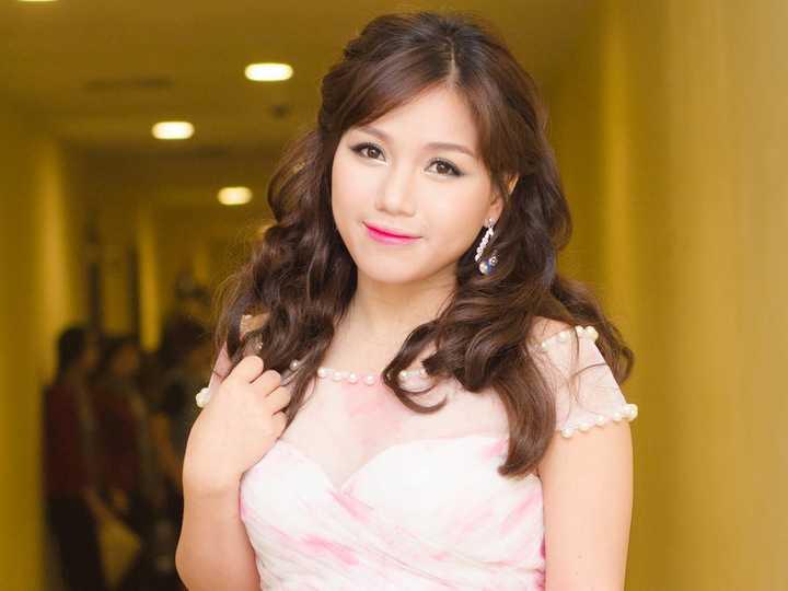 Thuỳ Chi biểu diễn ca khúc Lon ton à, lon ton ơi của tác giả Hà Quang Minh