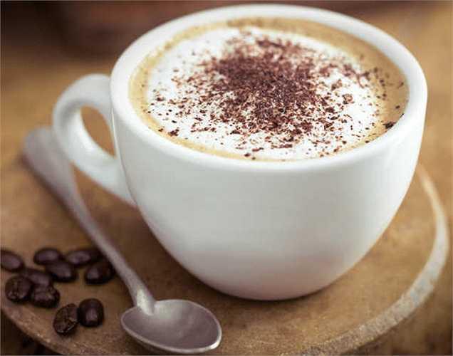 Cà phê: chúng ta thường bắt đầu một ngày mới bằng một tách cà phê vào buổi sáng. Cà phê có chứa caffeine làm tăng mức oxy trong máu và làm cho chúng ta tỉnh táo và tập trung hơn.
