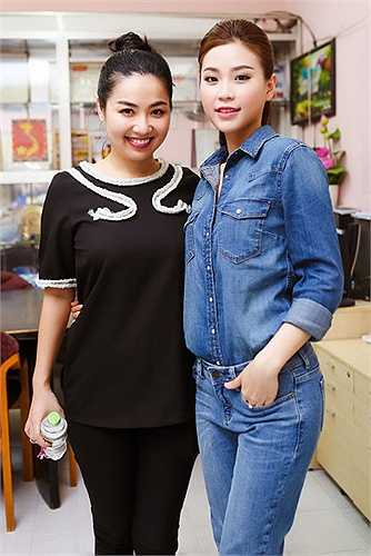 Nữ diễn viên Lê Khánh và Á hậu Diễm Trang đã có mặt tại mái ấm Bà Chiểu, TP.HCM để trao quà trung thu cho các trẻ em nơi đây