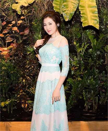 Tú Anh vừa tham dự một sự kiện tại thanh phố Hồ Chí Minh.