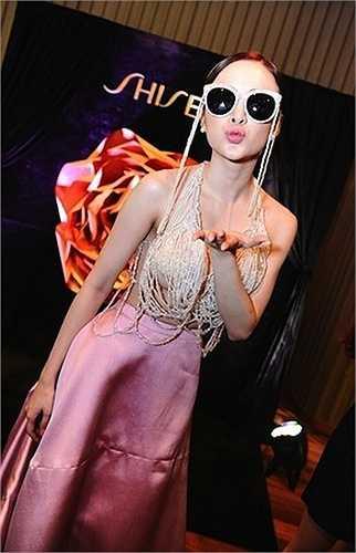 Angela Phương Trinh luôn là cái tên nóng trong showbiz Việt nhờ những chiêu trò 'không giống ai'.