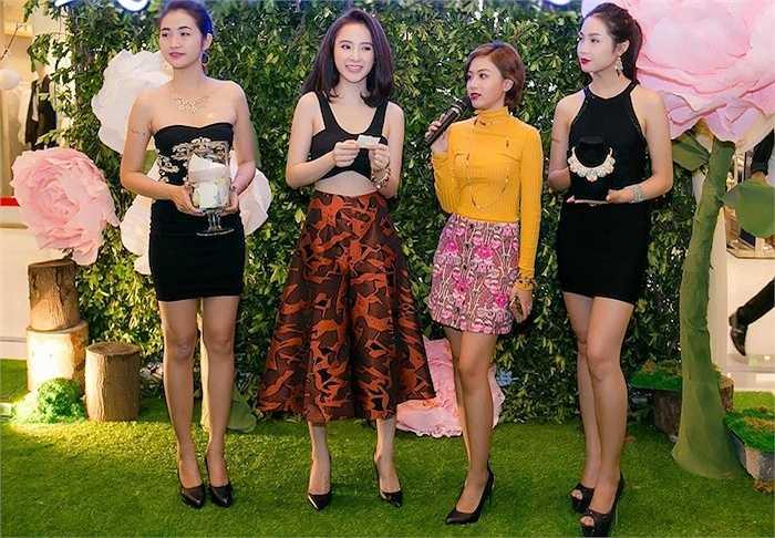 Sau sự kiện khai trương nhãn hàng, cả Phương Trinh và Diễm My cùng ra sân bay Tân Sơn Nhất để lên đường sang Nhật tham gia sự kiện và giao lưu văn hoá.