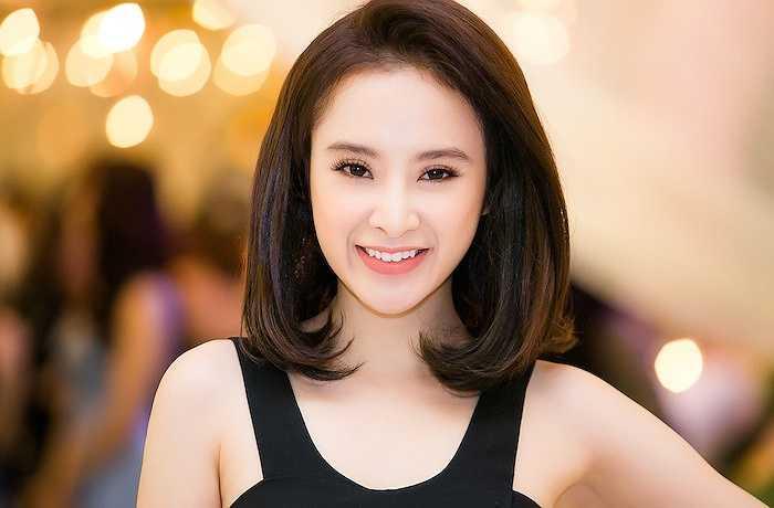 Nói về lý do xuất hiện với mái tóc ngắn, Phương Trinh thật thà chia sẻ, đây mới là mái tóc thật, còn bình thường, khi tham gia các sự kiện, cô thường sử dụng thêm tóc giả.
