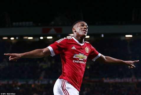 Tại Man Utd lúc này, Anthony Martial còn được quan tâm hơn cả Rooney