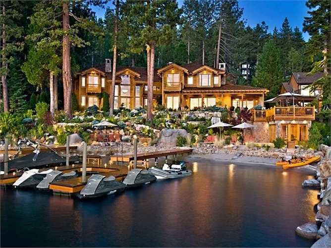 Lâu đài của CEO tập đoàn công nghệ Oracle, Ellison thuộc bang California gồm 10 tòa nhà được xây dựng theo kiến trúc Nhật Bản cùng cảnh quan vô cùng xinh đẹp. Ellison cũng là chủ sở hữu của khu resort trăm tuổi bên bờ hồ Tahoe.