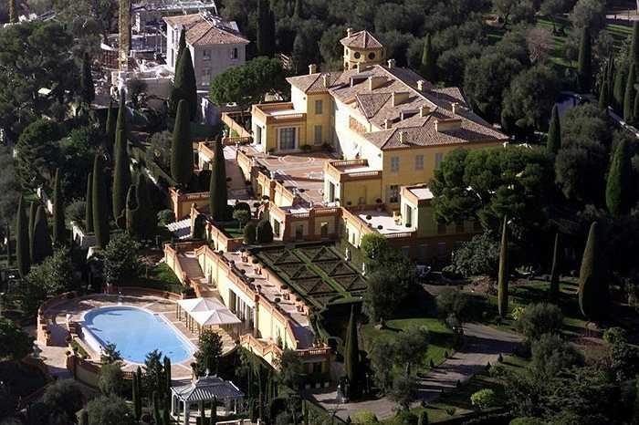 Khu villa Leopolda ở miền Nam nước Pháp được xây dựng từ những năm 1920 có 11 phòng ngủ, ban công khắp nơi và bể bơi đầy nắng. Villa đắt giá nhất thế giới này là tài sản thừa kế ông trùm tài chính Edmond Safra để lại cho vợ mình.