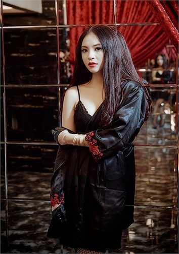 Phương Anh được đánh giá có tố chất trở thành người mẫu. Cô cao 1m62. Phương Anh đang theo học nghệ thuật tại Hà Nội, có khả năng ca hát tốt, giỏi tiếng Anh.