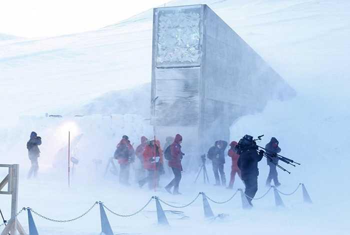 Hầm hạt giống 'tận thế' được xây dựng ở Bắc Cực. Công trình này được chính phủ Na Uy quyết định xây dựng với tên gọi Hầm Hạt giống Toàn cầu Svalbard