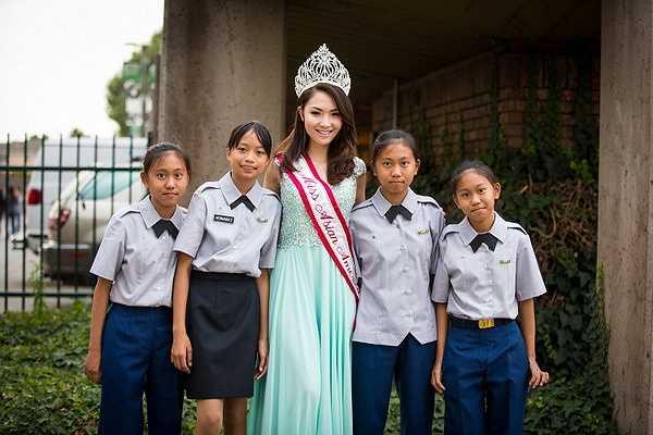 Hoa hậu 9x chia sẻ rằng đây là một trung thu đáng nhớ vì cô cảm nhận được niềm vui hạnh phúc của các em nhỏ khi được vui chơi hồn nhiên và thoải mái.