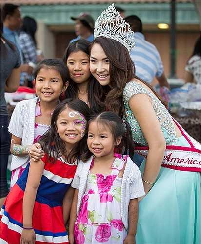 Đăng quang hoa hậu châu Á tại Mỹ 2014 – Jennifer Chung dành nhiều thời gian cho công việc từ thiện, tập trung cho việc học và sắp tới cô nàng sẽ bắt đầu kinh doanh riêng về lĩnh vực thời trang.