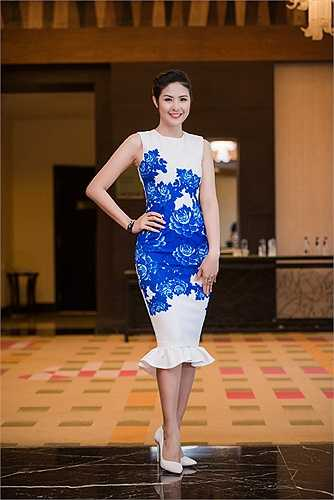 Xuất hiện trong buổi họp báo Tuần lễ thời trang Việt Nam xuân hè 2016, Hoa hậu Ngọc Hân nổi bật lôi cuốn mọi ánh nhìn.