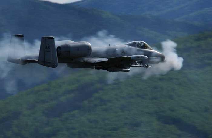 Chiến đấu cơ Thần Sấm A-10, phi cơ tấn công mặt đất và hỗ trợ trên không của Mỹ được phát triển vào đầu những năm 1970. Tên gọi chính thức của loại máy bay này được lấy tên từ tiêm kích  Republic P-47 Thunderbolt của không quân Mỹ thời Chiến tranh thế giới II