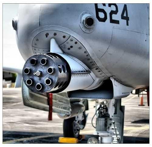'Thần sấm' A-10 được trang bị pháo chống tăng GAU-8 Avenger cỡ đạn 30 mm