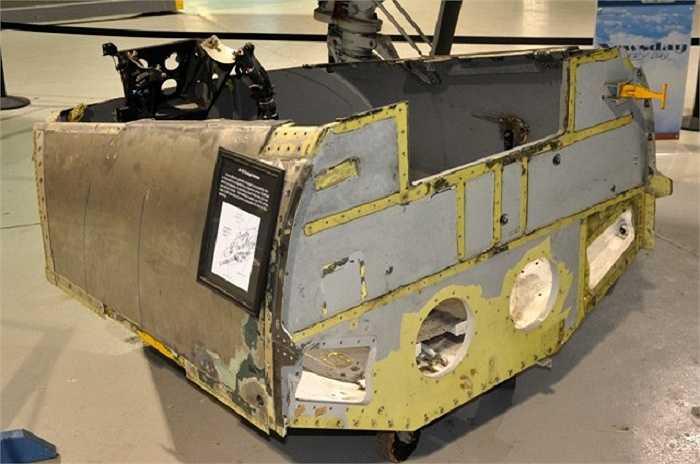Buồng lái của A-10 được được trang bị lớp giáp Titan dày từ 12,7mm đến 38,1mm với tổng trọng lượng lên đến hơn 500 kg