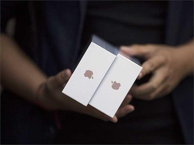 Mỗi khách hàng chỉ được phép mua tối đa 2 chiếc iPhone trong ngày mở bán
