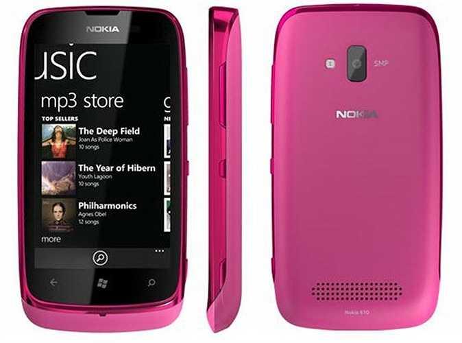 Nokia Lumia 610 sở hữu vẻ bề ngoài màu hồng bóng bẩy. Mặc dù chỉ là vỏ nhựa nhưng chiếc điện thoại này nhìn vẫn khá sang trọng và nữ tính