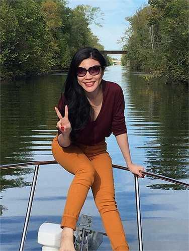 Ngoài ra, Uyên Trang cũng tham quan  Niagara Falls