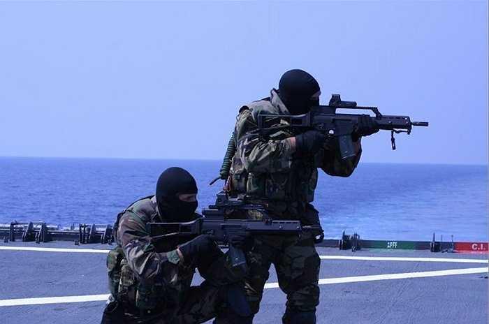 8. Lực lượng Naval Special Warfare của Tây Ban Nha mặc dù mới được thành lập (năm 2009) nhưng đã có uy tín lớn và danh tiếng ở châu Âu với khả năng thực hiện những nhiệm vụ vô cùng khó khăn