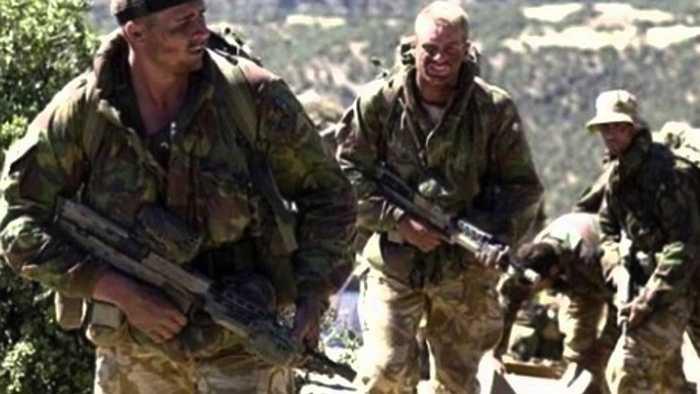 4. Special Boat Service của Vương quốc Anh (SBS). Mỗi chiến binh muốn tham gia SBS phải thực hiện các bài tập vô cùng nặng nhọc về chiến đấu, sống sót trong các khu vực đặc biệt và mỗi người chỉ có 2 cơ hội để thử