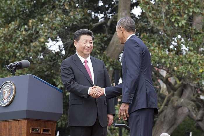 Hai nhà lãnh đạo bắt tay