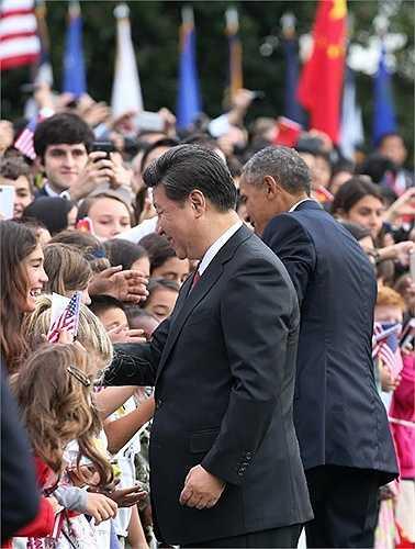 Ông Tập Cận Bình bắt tay các em nhỏ người Mỹ
