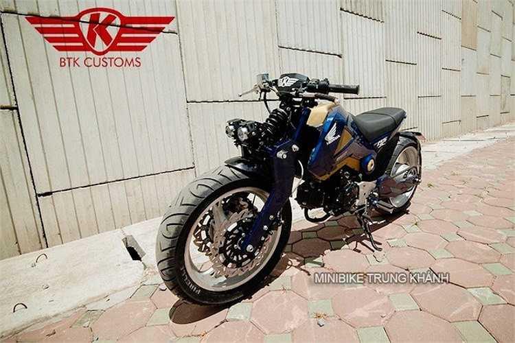 Sau khi được độ tại Hà Nội, chiếc xe minibike Honda MSX đã mang một diện mạo mới mạnh mẽ và không thể nhầm lẫn với bất kỳ chiếc xe nào trên đường.