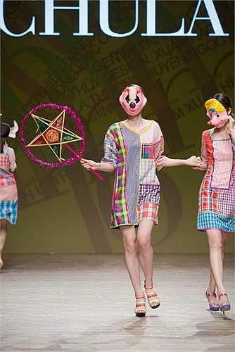 Sự thay đổi chất liệu vải cotton lần này đã đưa Chula đến một thế giới khác nhiều hơn nữa những khái niệm của những gam màu mạnh mẽ.