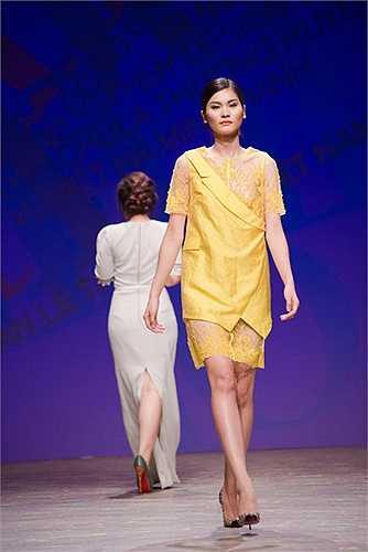 Hà Duy: Xây dựng vẻ đẹp nữ tính và quyền quý bằng những chất liệu nhẹ nhàng và sắc màu pastel.