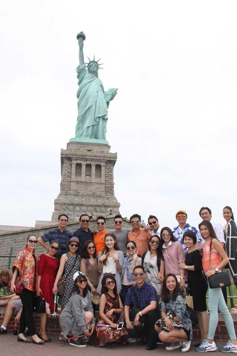 Hồng Phượng cùng đoàn Đoàn nghệ sĩ Việt Nam tại Mĩ