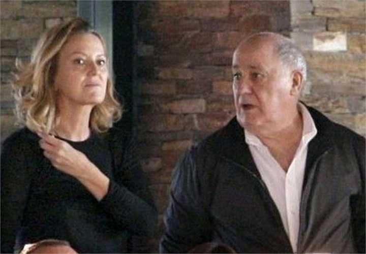 Tỷ phú Amancio Ortega - người có khả năng soán ngôi người giàu nhất thế giới của tỷ phú Bill Gates - và người vợ hai của ông, bà Flora Perez gặp nhau lần đầu tiên cách đây khoảng 20 năm, khi bà Perez đang là nhân viên tại công ty của Ortega.