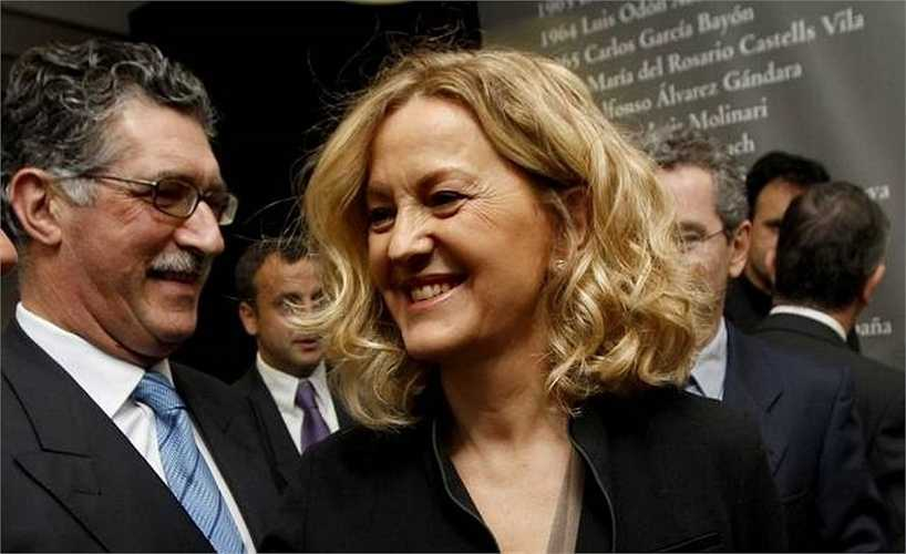 Bà Perez và tỷ phú Amancio Ortega có quan hệ tình cảm và sinh con gái từ năm 1983 nhưng tới tận năm 2001 họ mới kết hôn.