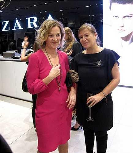 Bà Perez mặc một chiếc váy hồng trẻ trung khi tới công ty làm việc.