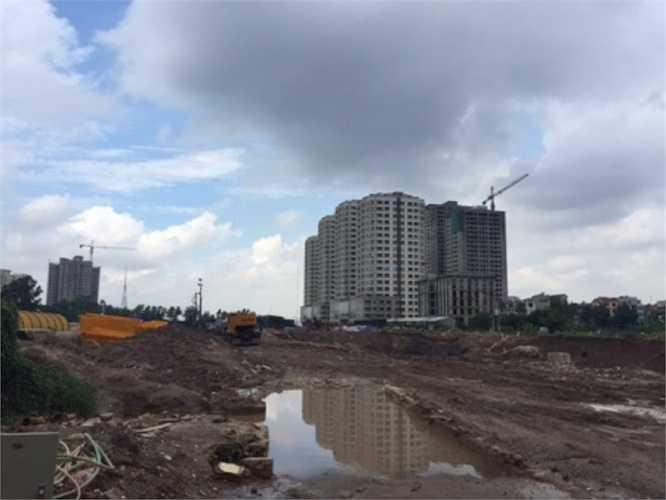 Cũng nằm trên trục đường Lê Văn Lương – đoạn gần đô thị Trung Văn, một khu dự án đang được đào móng. Tuy nhiên, mới đây, khi dự án chính thức căng pano thì danh tính về chủ đầu tư mới lộ diện. Dự án này có tên chung cư Ecolife do công ty CP đầu tư và thương mại Thủ Đô làm chủ đầu tư. Dự án mới được cấp giấy phép xây dựng ngày 13/4/2015. Chủ đầu tư đã thực hiện khởi công từ tháng 6/2015, dự kiến hoàn thành dự án tháng 3/2017.