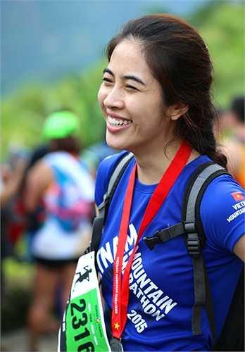 Hà My cười tươi rói. Đây là lần đầu tiên cô tham dự Viet Nam Mountain Marathon và về đích đã là thành công. (Ảnh: Quang Minh)