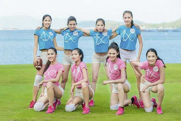 Là một vận động viên lâu năm, Nguyễn Thị Loan luôn tràn đầy năng lượng. Cô không ngần ngại làm mẫu những tư thế chơi bóng phù hợp, giúp các thí sinh khác dễ dàng nhanh chóng hoà nhập và tranh tài