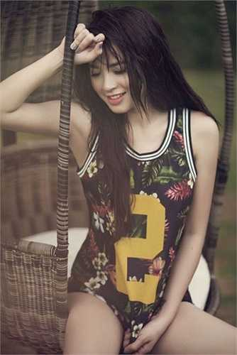 Hải Băng, tên thật Nguyễn Hải Huyền sinh năm năm 1988 sở hữu một ngoại hình sáng cùng khuôn mặt ưa nhìn