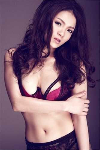Một shoot hình quyến rũ của nàng hot girl thời đầu với nội y  (Nguồn: Dân Việt)