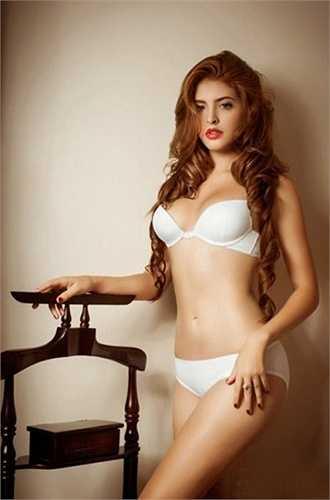 Cô nàng từng thực hiện nhiều bộ ảnh cực kỳ gợi cảm với áo tắm và nội y