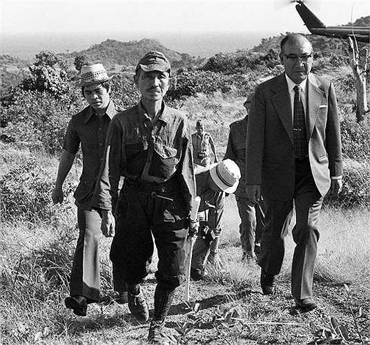 Sau Thế chiến II, quân Nhật đã đầu hàng . Tuy nhiên, còn một lính Nhật tên là Hiroo Onada không ra đầu hàng do người này còn đang trong nhiệm vụ ở khu vực xa xôi. Mãi 29 năm sau, năm 1974, Hiroo mới giơ tay đầu hàng.