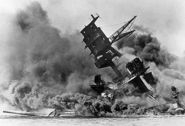 Sau trận Trân Châu Cảng ngày 7/12/1941, Mỹ mặc dù là quốc gia chịu thiệt hại nặng nề nhưng họ không phải là nước đầu tiên tuyên bố chiến tranh với Nhật mà Canada làm điều này trước tiên