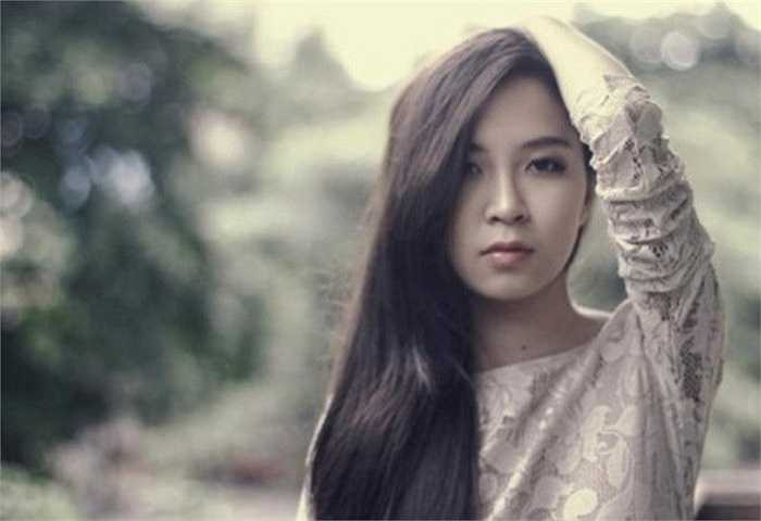 """Bảo Linh là con gái cả của danh hài Xuân Hinh. Vẻ ngoài xinh xắn, duyên dáng của Bảo Linh khiến nhiều chàng trai """"xin làm rể"""" Xuân Hinh."""