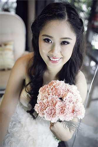 Nhờ vẻ đẹp duyên dáng, sắc sảo cùng chiều cao khủng, Xí Ngầu thường được mời làm người mẫu ảnh và xuất hiện trên một số sân khấu kịch, đóng phim.