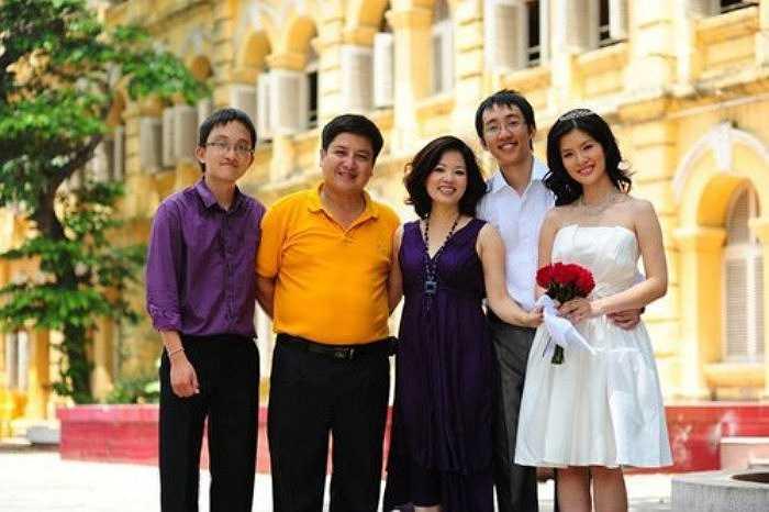 Huyền Trang là con gái đầu lòng của 'Táo giao thông' Chí Trung và nghệ sỹ Ngọc Huyền.