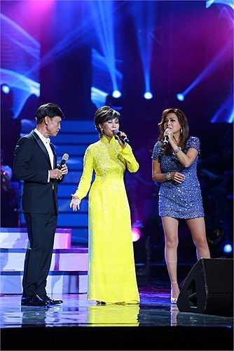 Ngay khi cả hai định vào thì MC Phan Anh xuất hiện yêu cầu ba anh em hát cùng nhau. Tuấn Ngọc cho biết anh hay hát cùng Khánh Hà chứ chưa bao giờ hát cùng Lưu Bích