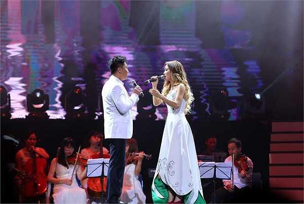 Cặp tình nhân sân khấu Trịnh Lam- Diễm Sương tái ngộ trong ca khúc Mãi một mối tình đầu. Đây cũng là hit đã đưa tên tuổi của cặp đôi này nổi tiếng khắp hải ngoại.