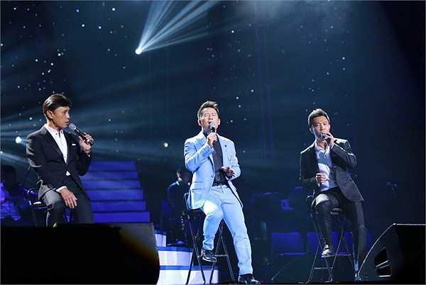 Trên sân khấu đó, các ca sĩ đều có phần giao lưu khéo léo tri ân khán giả Hà Nội khiến người xem ưng phần nhìn, đã phần tai lại thêm vui cái bụng không muốn rời chân đi về dù đồng hồ đã điểm 0h