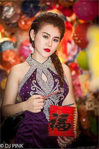 Nữ DJ xinh đẹp, quyến rũ này là Diệp Thị Hồng Phấn sinh năm 1995, đến từ Bến Tre.